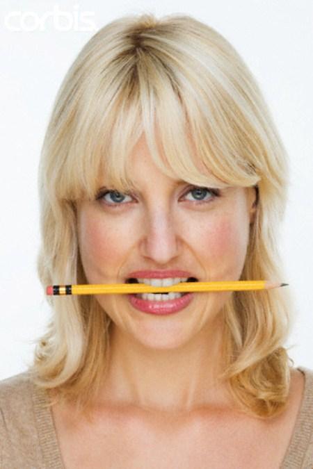 Lápis boca dentes cura dor-de-cabeça