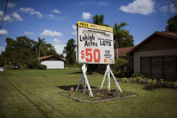 Subúrbio de Lehigh Acres, FL 3