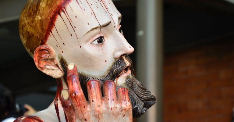 Estátua com dentes humanos surpreende cientistas