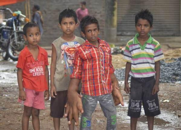 menino-indiano-tem-maos-gigantes-de-33-centimetros-3
