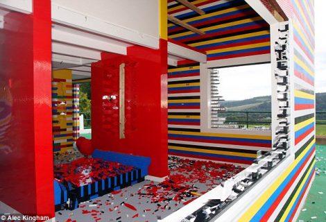 Conheça a primeira casa de Lego do mundo