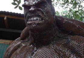Artista cria Hulk feito de sucata