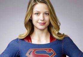 Supergirl tem novo traje revelado em foto nas redes sociais; veja