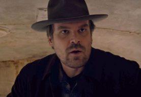 Stranger Things: teoria de fãs pode ter revelado segredos de Hopper