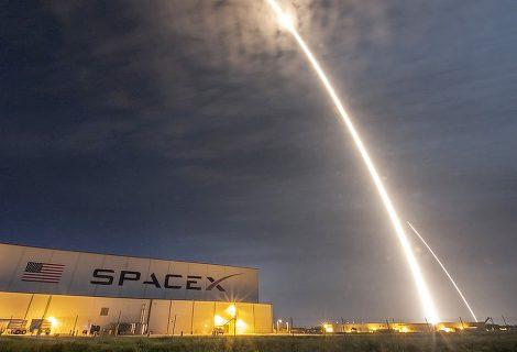 SpaceX tentará enviar humanos ao lado oculto da lua no próximo ano