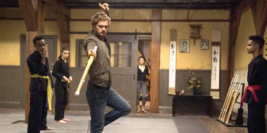 06 Punho de Ferro Iron-Fist-using-practice-sword-in-Colleens-dojo