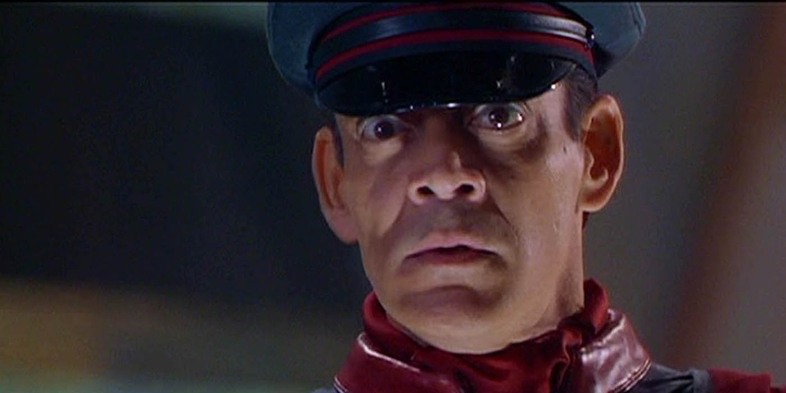 Raul-Julia-Street-Fighter
