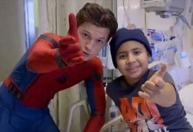 Tom Holland visita hospital infantil vestido de Homem-Aranha