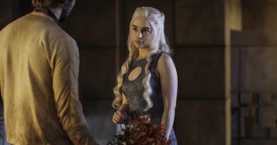 Emilia Clarke rebate comentários sobre nudez de Game of Thrones