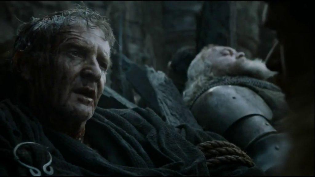 Qyburn é encontrado por Robb e Alisa Stark