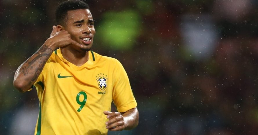 Gabriel Jesus se rende ao CS:GO em concentração da seleção brasileira