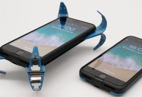 Universitário cria capinha com 'airbag' que se ativa quando o celular cai no chão
