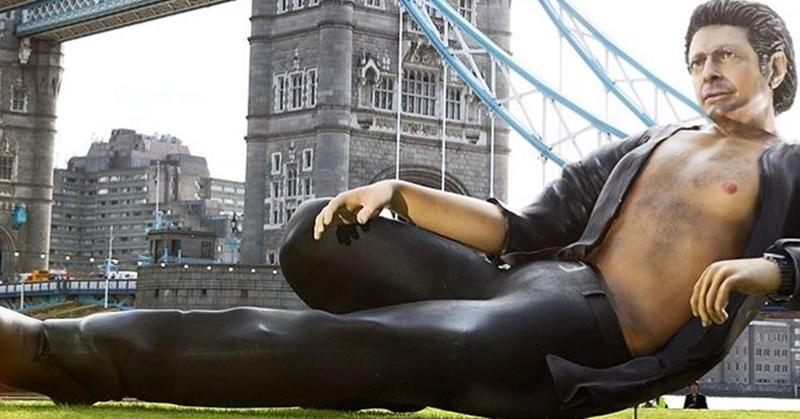 Jeff Goldblum ganha estátua em comemoração aos 25 anos de Jurassic Park