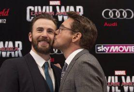 Robert Downey Jr. presenteia Chris Evans com carro do Capitão América