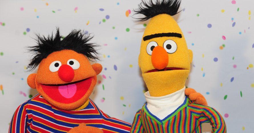 Ênio e Beto são casal gay, diz roteirista de Vila Sésamo