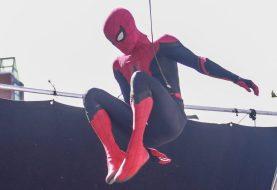 Tom Holland mostra novo traje do Homem-Aranha em programa de TV