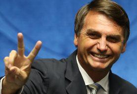 Bolsonaro promete tentar revogar limite de encaminhamento do WhatsApp