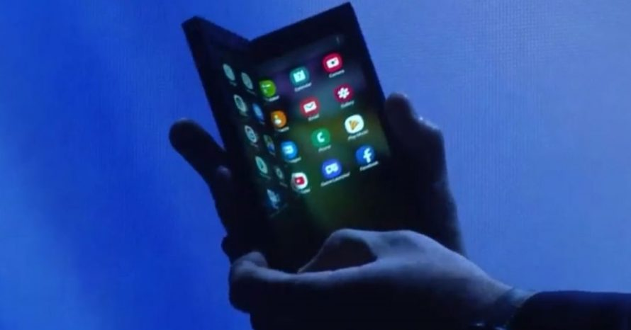 Samsung apresenta seu aguardado smartphone com tela dobrável