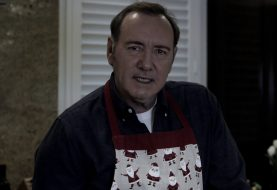 Acusado de abuso, Kevin Spacey posta vídeo bizarro incorporando House of Cards