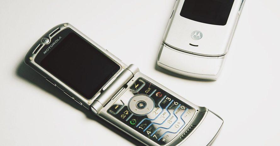 V3: celular de flip da Motorola pode voltar com tela dobrável