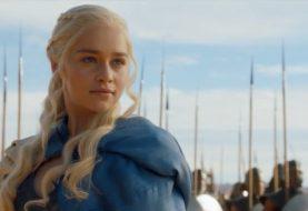 Emilia Clarke leiloa jantar para colaborar no combate ao coronavírus