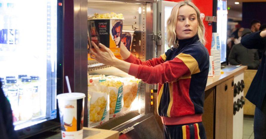Brie Larson aparece em sessão de Capitã Marvel e surpreende fãs