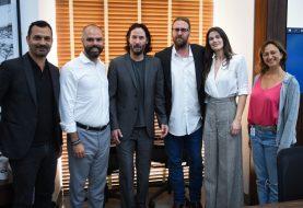 Keanu Reeves visita São Paulo para negociar gravação de série na cidade