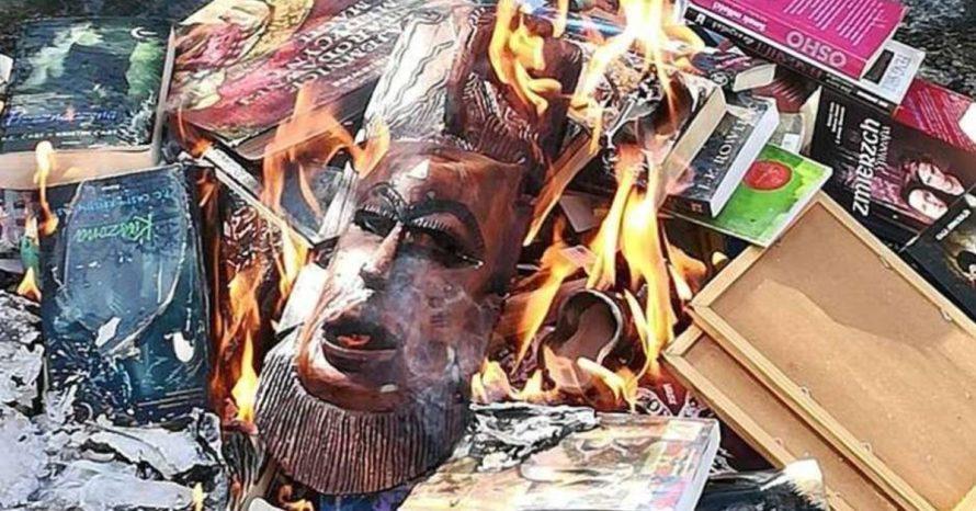 Religiosos geram polêmica ao queimar livros da saga Harry Potter e outros