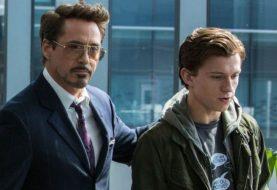 Tony Stark criou a aranha que picou Peter Parker, sugere teoria