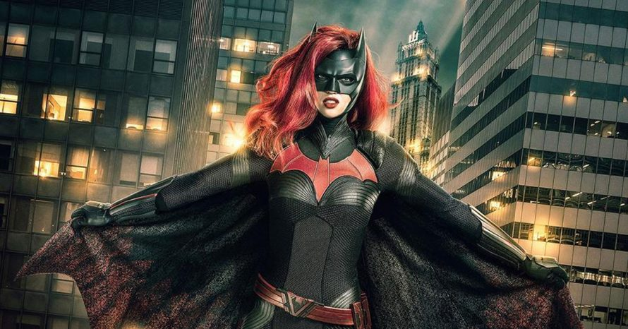 Arrowverso: teaser mostra Batwoman e Supergirl se cumprimentando