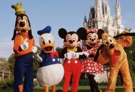 Parque da Disney fica lotado dias antes de fechamento por coronavírus