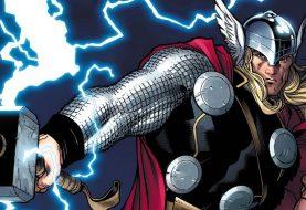 Membro dos Vingadores levanta o Mjolnir de Thor nos quadrinhos