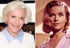 007: morre Honor Blackman, uma das mais clássicas bondgirls, aos 94 anos