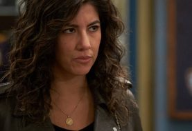 Atriz de Brooklyn 99 mostra interesse no papel de Batwoman