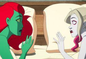 Após beijo em série animada, Arlequina e Hera Venenosa fazem sexo; confira