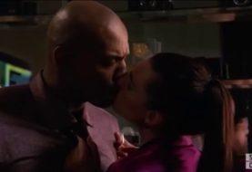 Supergirl: ator de James Olsen foi ameaçado de morte por cena de beijo