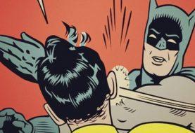 Em quadrinhos antigos, Batman tinha o hábito bizarro de bater na bunda das pessoas