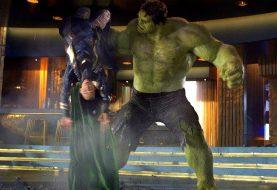 Em HQ, Hulk sentiu na pele o que fez com Loki no 1º filme dos Vingadores