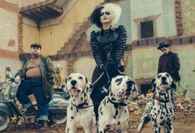 """Filme de Cruella é o """"mais sombrio da Disney"""", afirma Emma Stone"""