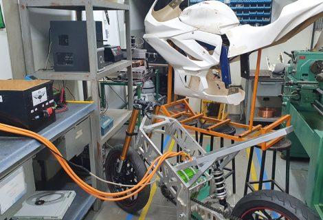 1ª moto elétrica de corrida do Brasil precisa de ajuda para chegar em torneio na Espanha