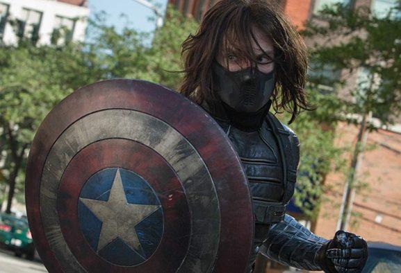Escudo do Capitão América 'enverga' com Bucky e imagem viraliza; veja